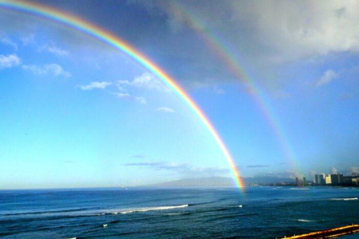差別や暴力のない明日へ、更に更に共に進んで行きたいです。 写真は去年ハワイ・ホノルルで撮影したダブルレインボーです、
