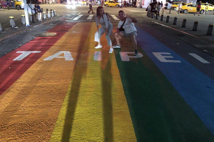 写真は昨年の台北レインボープライド時に西門で撮った物です。同性婚が認められた年だった為かいつもより賑やかでした。